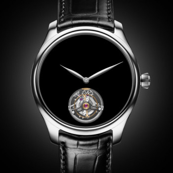 Moser Endeavor Vantablack Tourbillon: Absolute black without logo